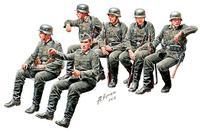 Немецкая пехота на марше WWII. MB35137 Masterbox 1:35