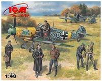 Bf 109F-2 с лётчиками и наземным персоналом. 48803 ICM 1:48