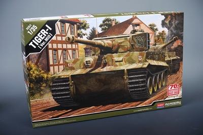 Tiger I Mid Version Normandy тяжелый танк - 13287 Academy 1:35
