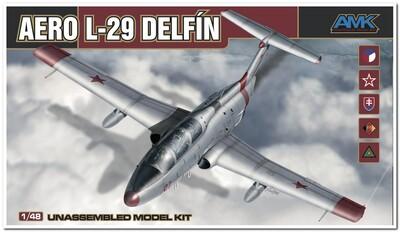 Aero L-29 (Л-29) Delfin учебно-тренировочный самолет - 88002 AMK 1:48
