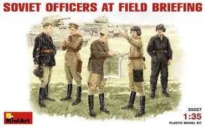 Советские офицеры на полевом совещании - 35027 MiniArt 1:35