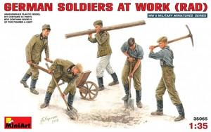 Немецкие солдаты на отдыхе - 35065 MiniArt 1:35